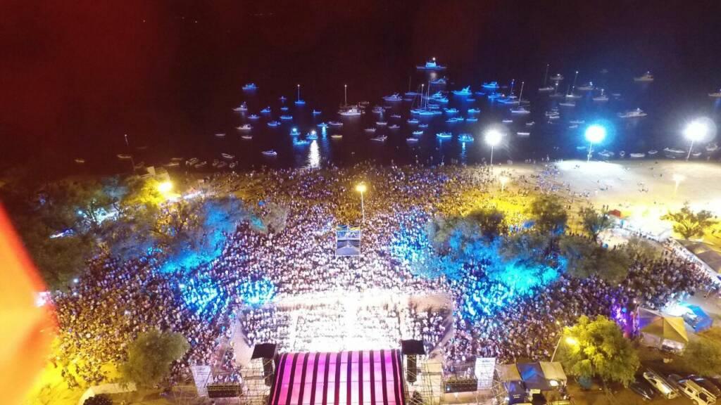 Una multitud en el cierre de  la Fiesta Nacional de la Playa